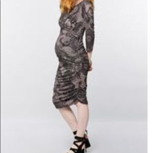 Pretty Lace Design Ruched Maternity Dress like new